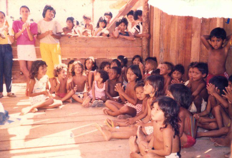 Crianças da Primeira Escola (1994).
